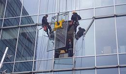 Использование стеклянных листов вместо классических стен