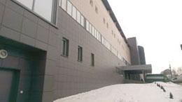 Вентилируемый фасад из керамогранита и пароизолирующая мембрана.